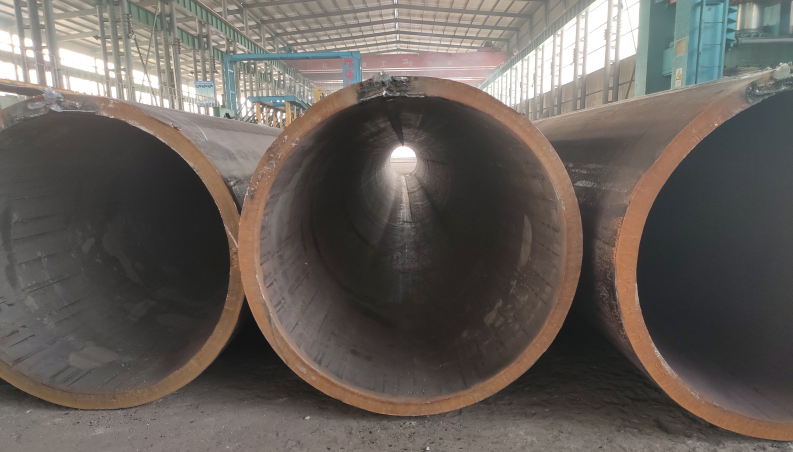 What preparations need to be done before installing steel pipes?